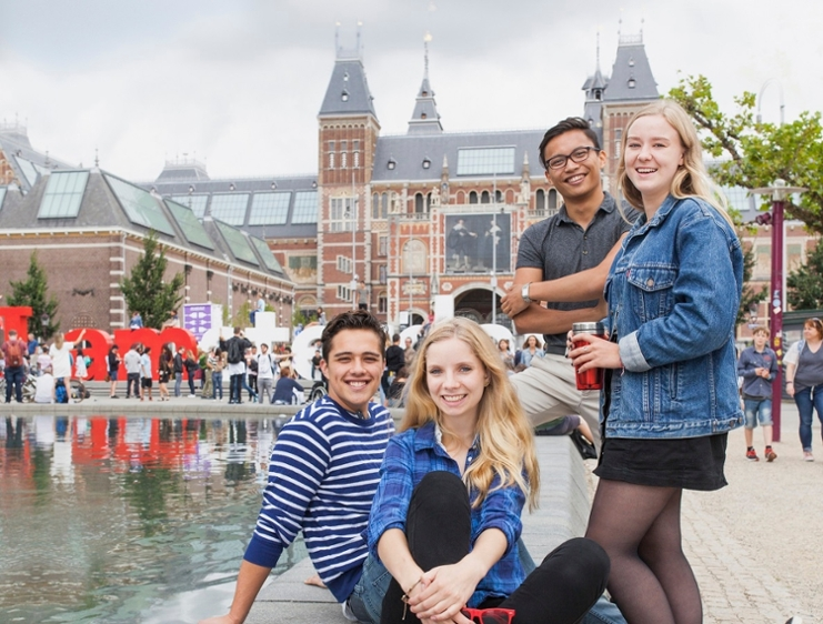 Bachelor's students at Museumplein (Bachelor's brochure)