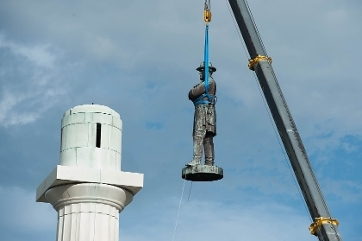 The Confederate Monument to Robert E. Lee is removed from its perch on May 17, 2017